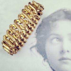 Vintage gold tone filigree accordion bracelet